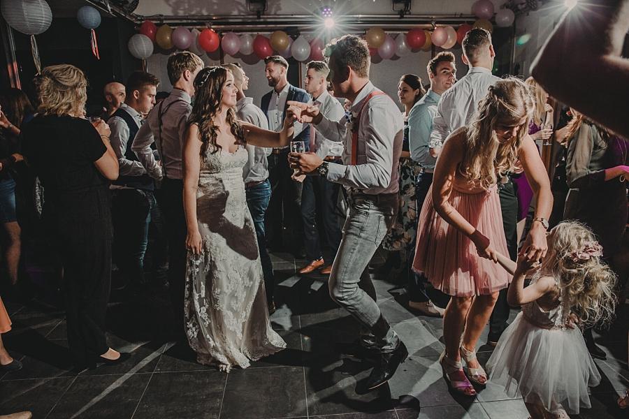 De bruiloft van Esther: trouwen in Giessenburg - muziek op de bruiloft